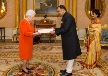 High Commissioner of India, H.E. Mr Y. K. Sinha presented his credentials to Her Majesty Queen Elizabeth II of the United Kingdom of Great Britain and Northern Ireland at Buckingham Palace on February 15, 2017at 1200 hrs.