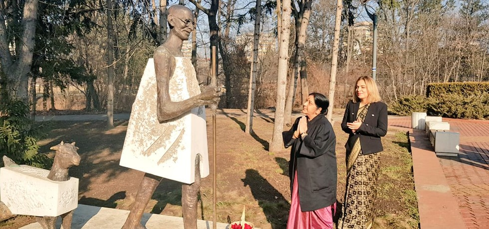 External Affairs Minister offers floral tribute at the Mahatma Gandhi Statue in Sofia