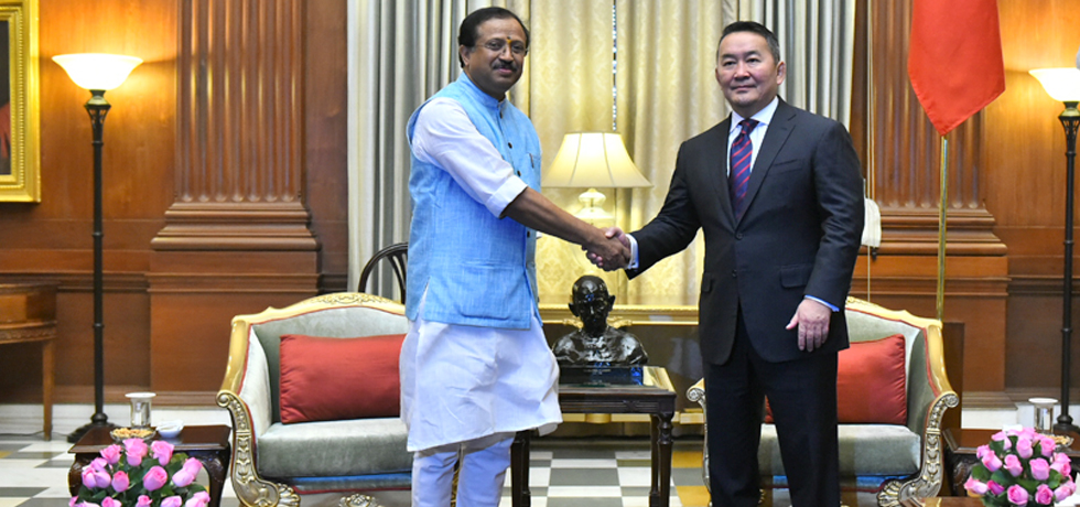 Minister of State for External Affairs calls on Khaltmaagiin Battulga, President of Mongolia at Rashtrapati Bhawan in New Delhi