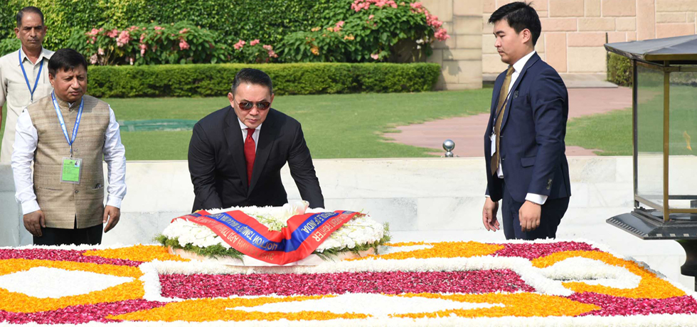 Khaltmaagiin Battulga, President of Mongolia pays floral tribute at the Samadhi of Mahatma Gandhi at Rajghat in New Delhi