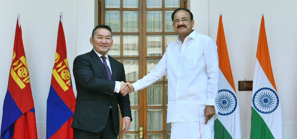 Vice President meets Khaltmaagiin Battulga, President of Mongolia at Hyderabad House, New Delhi