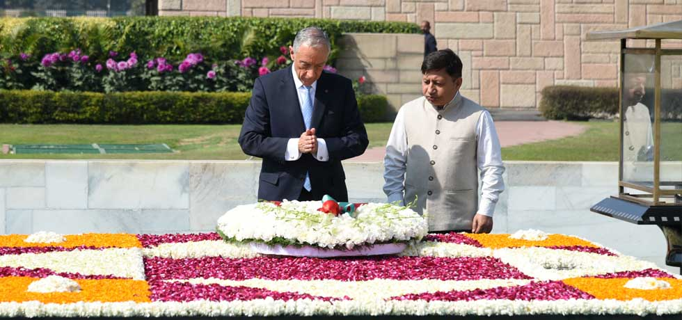 Marcelo Rebelo De Sousa, President of Portugal lays wreath at the Samadhi of Mahatma Gandhi at Rajghat in New Delhi[ph]Photo Courtesy: Photo Division[/ph]