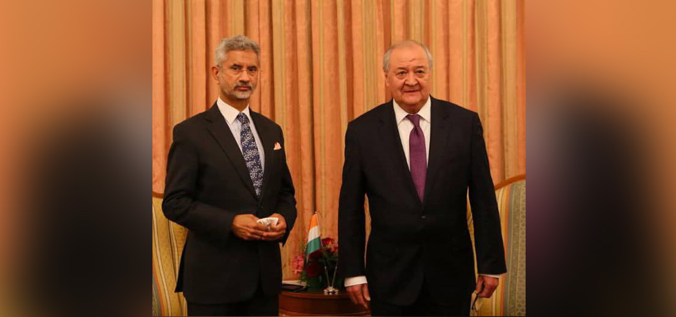 External Affairs Minister meets Mr. Abdulaziz Kamilov, Foreign Minister of Uzbekistan in Dushanbe