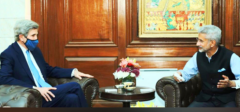 External Affairs Minister meets John Kerry, US Special Presidential Envoy for Climate in New Delhi