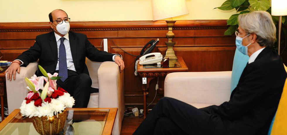 Foreign Secretary meets Emmanuel Lenain, Ambassador of France to India in New Delhi